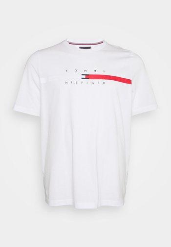 GLOBAL STRIPE CHEST TEE - T-shirt imprimé - white