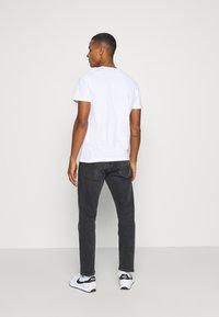 Jack & Jones - JORHARRY  TEE CREW NECK 3 PACK - T-shirt print - white/khaki/blue - 2