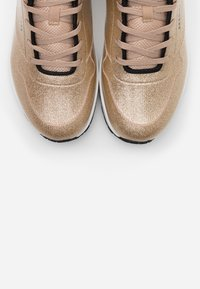 Skechers Sport - UNO - Joggesko - champagne gold glitter hot melt - 5