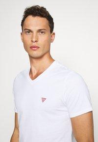 Guess - TEE - T-shirt basic - blanc pur - 3