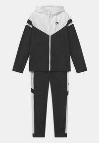 Nike Sportswear - POLY SET UNISEX - Tepláková souprava - black/white - 0