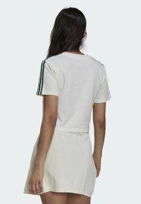 adidas Originals - TENNIS LUXE CROPPED ORIGINALS CROP - Print T-shirt - white - 1