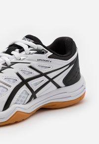 ASICS - UPCOURT  - Sports shoes - white/black - 5