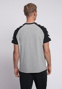Hummel - T-shirts print - grey melange - 2