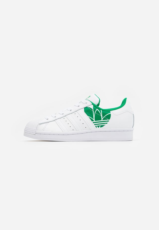 SUPERSTAR SPORTS INSPIRED SHOES UNISEX - Sneakers basse - footwear white/green