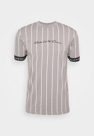 CLIFTON - T-Shirt print - light brown/white