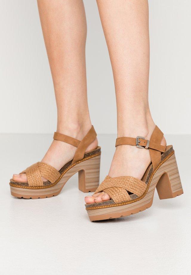 Sandalias de tacón - camel