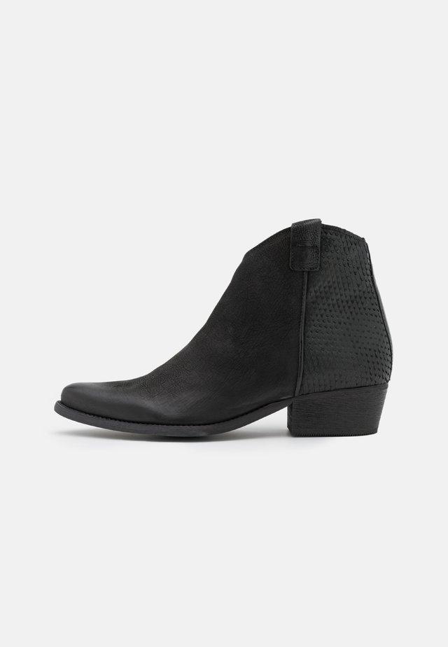 WEST - Cowboy/biker ankle boot - morat/black