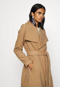 ONLY - ONLNEWPHOEBE DRAPY COAT - Płaszcz wełniany /Płaszcz klasyczny - camel - 3