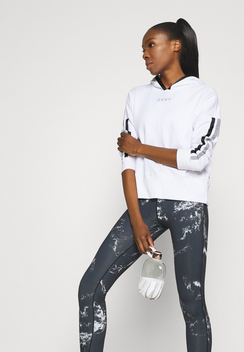 DKNY - CROPPED DROP SHOULDER HOODIE - Mikina - white