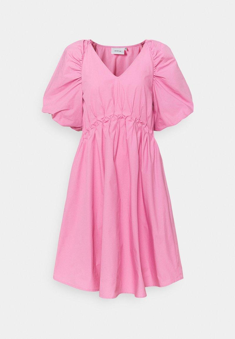 Gestuz - SCARLETT DRESS - Vapaa-ajan mekko - cashmere rose