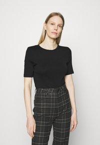 Marks & Spencer London - 2 PACK - T-shirt basic - white/black - 3
