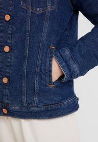 Tommy Jeans - REGULAR SHERPA JACKE - Kurtka jeansowa - mid blue - 5