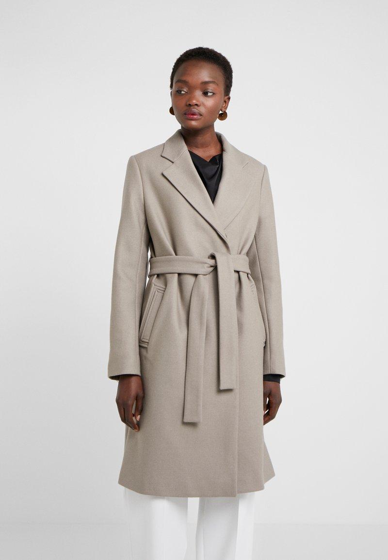 Filippa K - EDEN COAT - Frakker / klassisk frakker - taupe