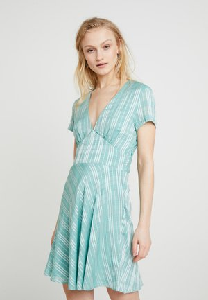 CINDY SHORT DRESS - Vardagsklänning - beryl green