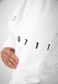PLUSVIERNEUN - STUTTGART - Sweatshirt - white - 11