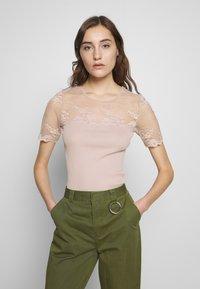 Rosemunde - T-shirts med print - vintage powder - 0