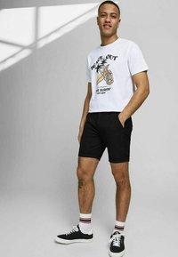 Jack & Jones PREMIUM - JJICONNOR - Shorts - black 2 - 3