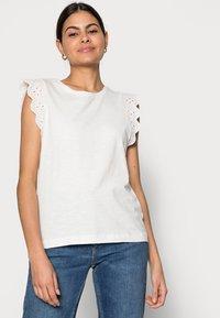 Esprit - ANGLAIS - Print T-shirt - off white - 3