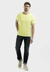 camel active - Basic T-shirt - limone - 1