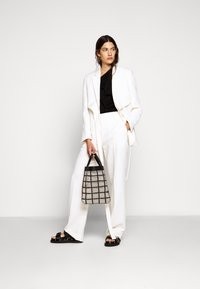 3.1 Phillip Lim - HEAVY CADY TROUSER - Pantalones chinos - off-white - 1