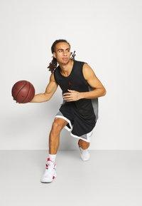 Jordan - DRY AIR DIAMOND SHORT - Pantalón corto de deporte - black/white/smoke grey - 1