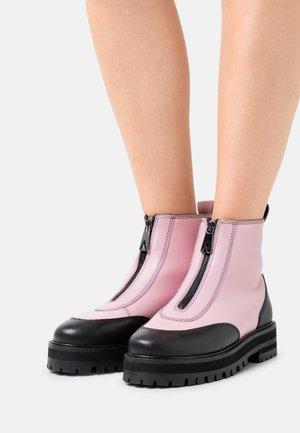 BAMBOO - Kotníkové boty na platformě - feeling pink/black grainy