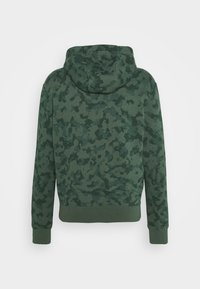 Nike Sportswear - CLUB HOODIE CAMO - Sweatshirt - galactic jade/white - 6