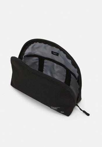 ESSENTIAL POUCH - Wash bag - black/cool grey