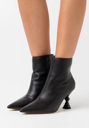 ARCHITECTURE BOOTIES - Bottines à talons hauts - black