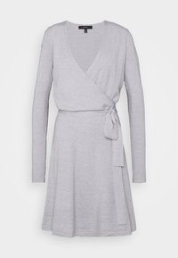 Vero Moda Tall - VMKARISARA WRAP DRESS  - Pletené šaty - light grey melange - 0