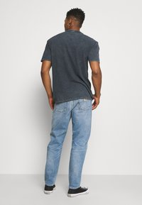 Carhartt WIP - NEWEL PANT MAITLAND - Relaxed fit -farkut - blue worn bleached - 2