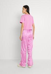 adidas Originals - WIDE LEG PANT - Broek - bliss orchid - 2