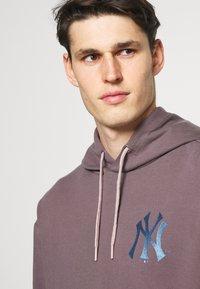 Fanatics - MLB NEW YORK YANKEES DIFFUSION OVERHEAD HOODIE - Sweatshirt - sparrow - 3