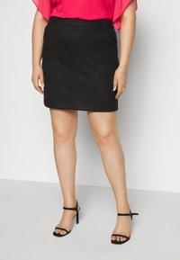 Vero Moda Curve - VMDONNADINA SHORT SKIRT - Pencil skirt - black - 0