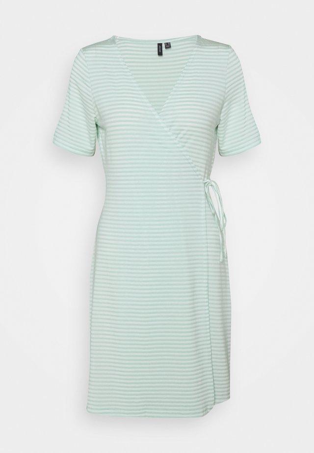 VMKATE SHORT DRESS - Jersey dress - icy morn/white