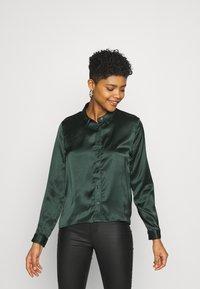 JDY - JDYFIFI LIFE SHORT SHIRT - Button-down blouse - scarab - 0