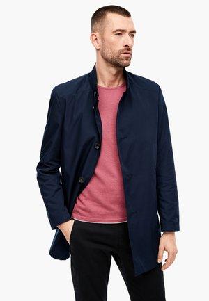 MIT STEHKRAGEN - Short coat - navy