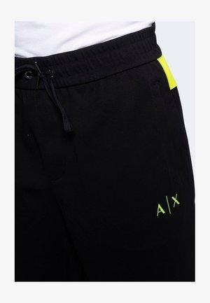LOGO BANDA LIME - Shorts - black