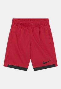 Nike Sportswear - TROPHY UNISEX - Short - gym red/black - 0