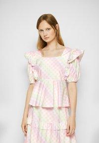 Olivia Rubin - ELLI - T-shirt con stampa - light pink - 0