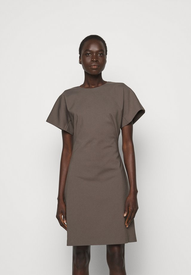 AURA - Sukienka z dżerseju - mud