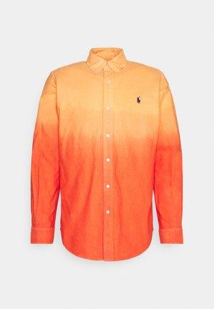 DIP DYED OXFORD - Košile - orange