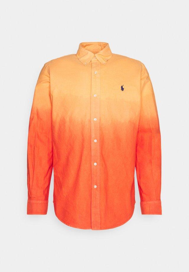 DIP DYED OXFORD - Shirt - orange