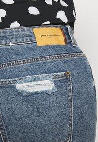 ONLY Carmakoma - CARMILY MOM ANKEL - Jeans Tapered Fit - medium blue denim - 4