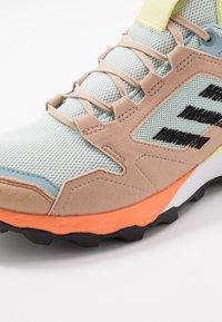 adidas Performance - TERREX AGRAVIC TR UB - Zapatillas de trail running - dash green/core black/pale nude - 5