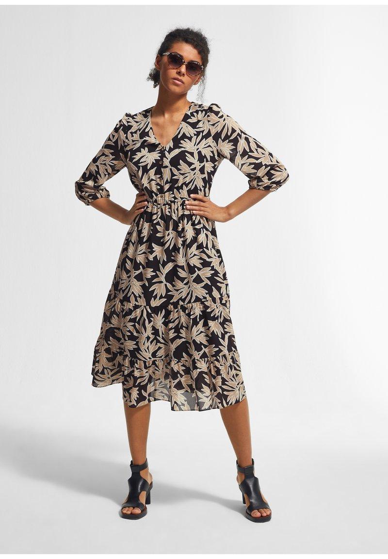 comma - Day dress - schwarz