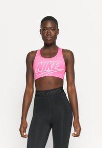 Nike Performance - FUTURA BRA - Sujetadores deportivos con sujeción media - pinksicle/white - 0
