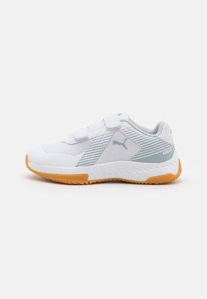 VARION JR UNISEX - Sports shoes - white/glacial blue