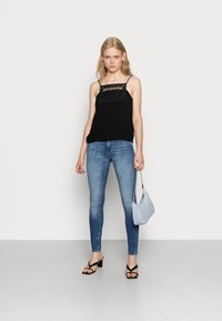 ONLY - ONLCARMEN - Jeansy Skinny Fit - dark blue denim - 1